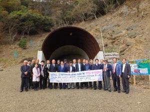 対馬・阿連斜坑現場の坑口 日韓の新しい未来を実感すると感銘した日韓の有識者たち